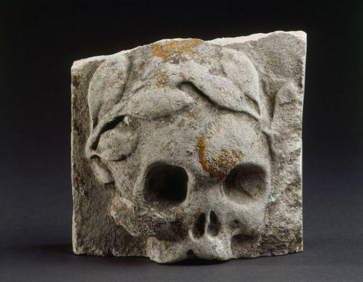 Memento Mori -Skull with laurels