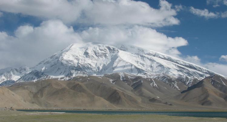 Muztagh Ata Mountain located on Karakorum Highway a 200 Km. de Kashgar