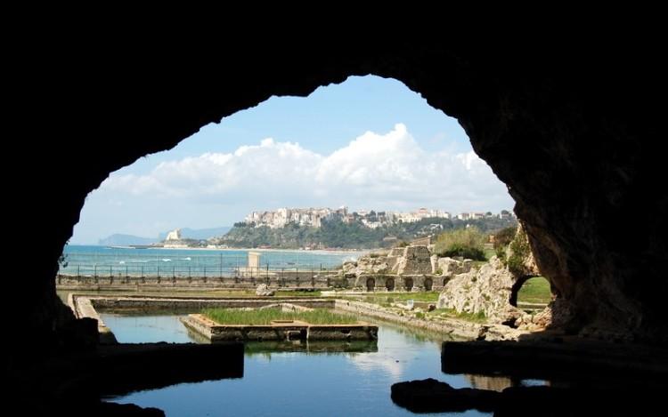 Villa di Tiberio -Grotto view